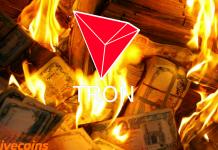 Tron queimando dinheiro