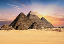 Pirâmide financeira de Bitcoin em palestra