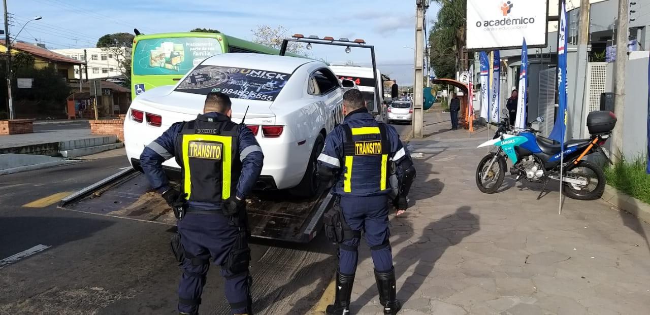 Camaro com adesivo da Unick Apreendido. Imagem: http://agenciagbc.com