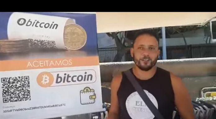 Praia, sol e bitcoin: barraca na praia do RJ aceita criptomoeda como pagamento