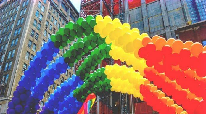 """Homem processa Apple após empresa """"transforma-lo em Gay"""" enviando criptomoedas"""
