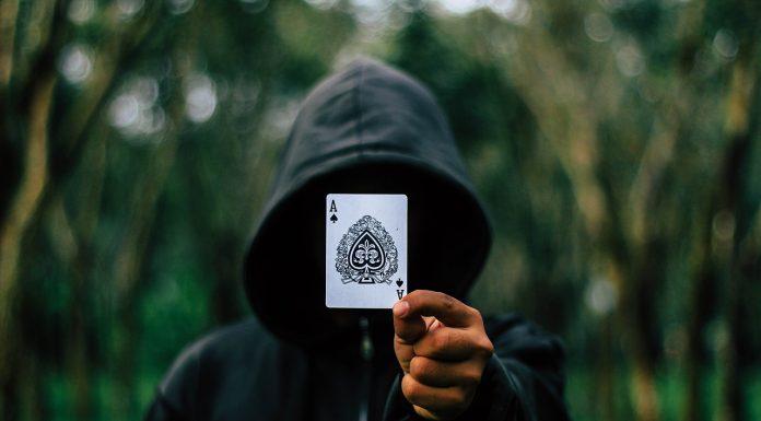 Fraude feita por Jogador de Pôquer