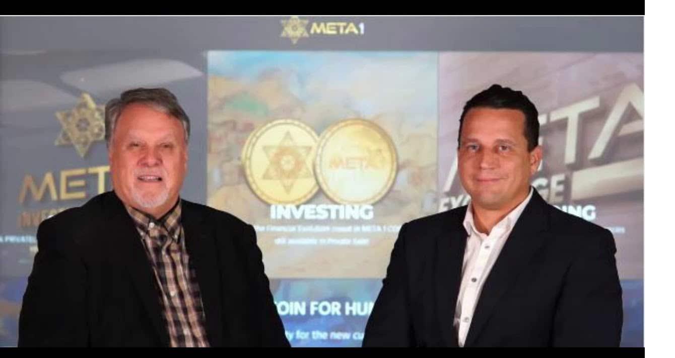 Dave Schmidt à esquerda, promovendo a criptomoeda fraudulenta