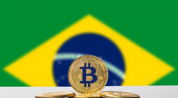 Bitcoin e Bandeira do Brasil - Brasileiros e criptomoedas (criptomoeda pública)