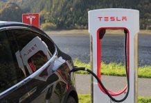 Empresa Tesla é uma das principais a criar carros de luxo elétricos (investidor da)