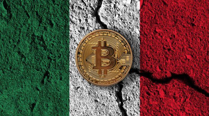 Bandeira do México rachada com Bitcoin em cima