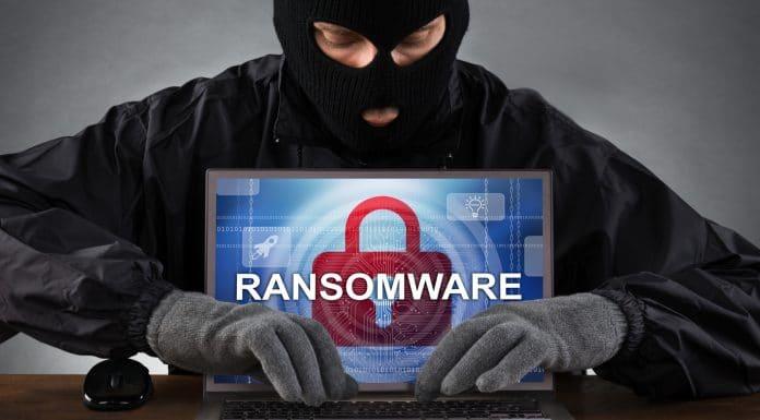 Bandido em ataque ransomware