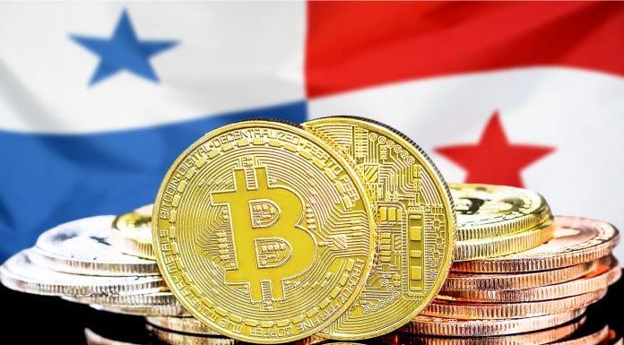 Bitcoin e bandeira do Panamá