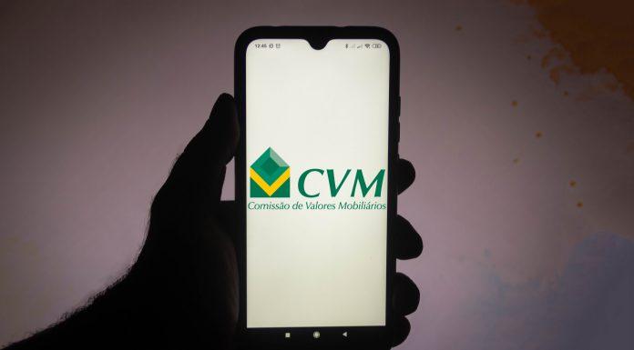 Celular com imagem da CVM Comissão de Valores Mobiliários do Brasil processo processa contra