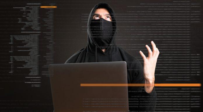 Hacker frustrado com seu computador