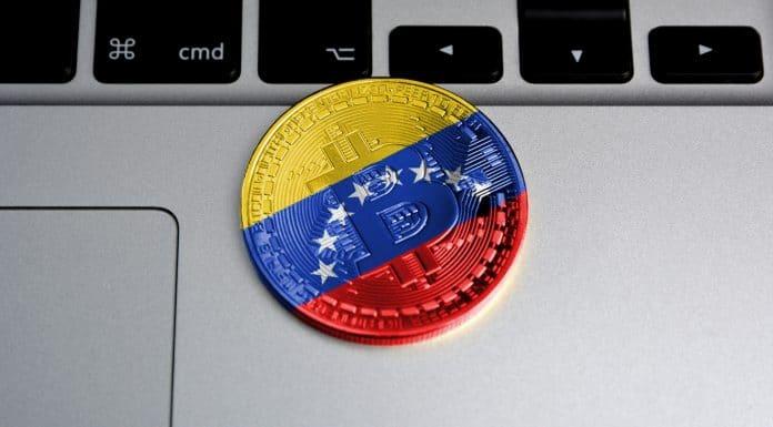 Moeda Bitcoin com bandeira da Venezuela desenhada