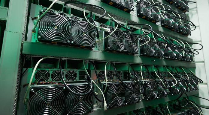 Rack de mineradoras de Bitcoin