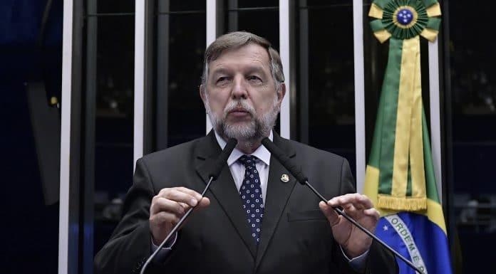 Senador Flávio Arns (REDE/PR) regular dinheiro e Bitcoin