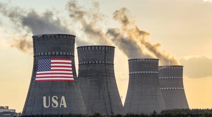 usinas nucleares com bandeira dos Estados Unidos