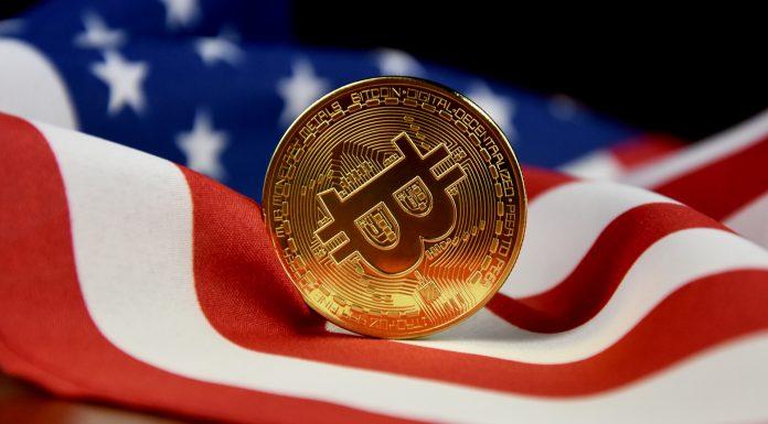 Bandeira dos EUA e Bitcoin criptomoedas regulações
