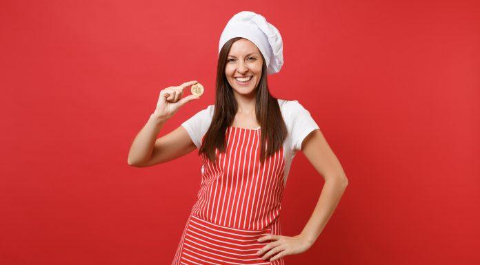 Chef de cozinha segurando Bitcoin Masterchef