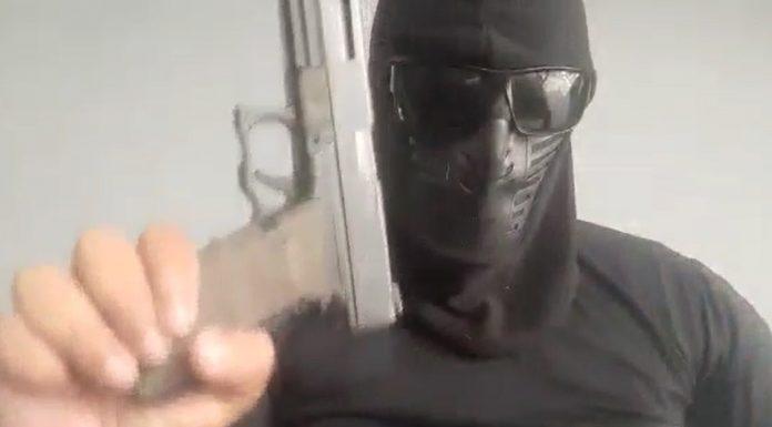Homem encapuzado e armado faz ameaças a Rogério Cruz
